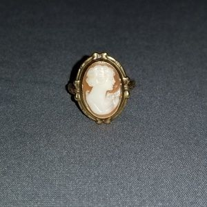 Cute 10k Gold Cameo Ring ❤